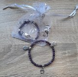 Kinderarmband natuursteen Amethist met 3 bedeltjes