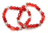 2  rode armbanden met zilverkleurige kraal_