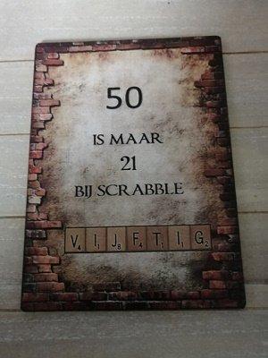50 is maar 21 bij scrabble, bordje