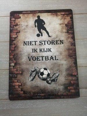 Bordje: Niet storen ik kijk voetbal