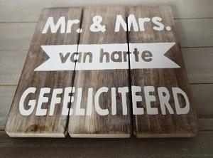 Mr & Mrs van harte gefeliciteerd (houten bord)