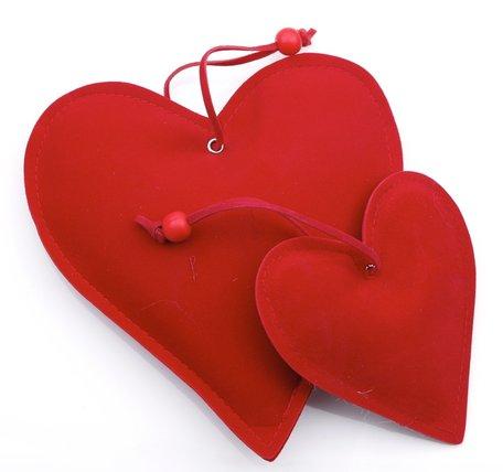 Twee rood stoffen harten