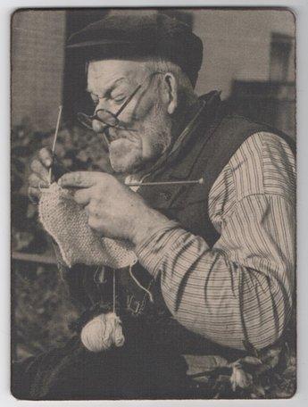 bordje Opa aan het breien