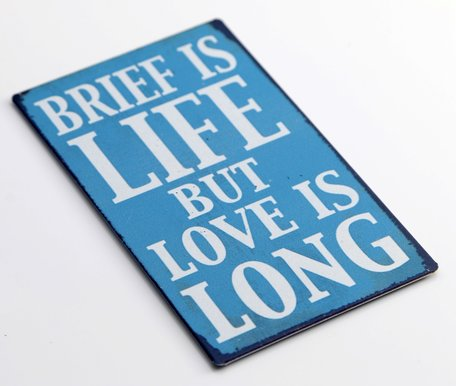 Brief is life but love is long, magneet