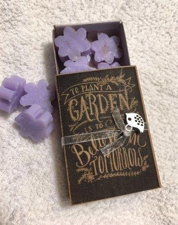 To plant a garden (doosje zeepjes)