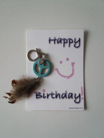 Kaart Happy birthday (met sleutelhanger veertjes)