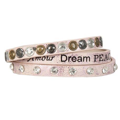 Armband met tekst en studs (lichtroze)