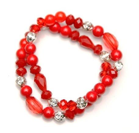 2  rode armbanden met zilverkleurige kraal