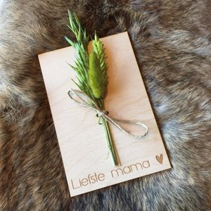 Wenskaart (hout) met drooglboemen, Liefste mama♥