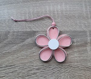 Houten hanger, bloem