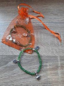 Kinderarmband natuursteen Jade, met 3 bedeltjes