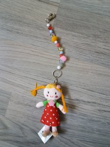 Hanger meisje (rode jurkje) pop met kralen