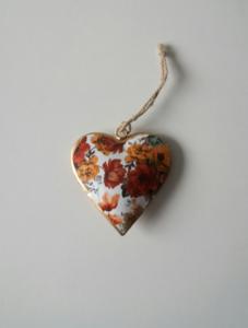 Metalen hart, wit met bloemen