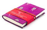 Boekje-met-sari-kaft-(donkerroze)